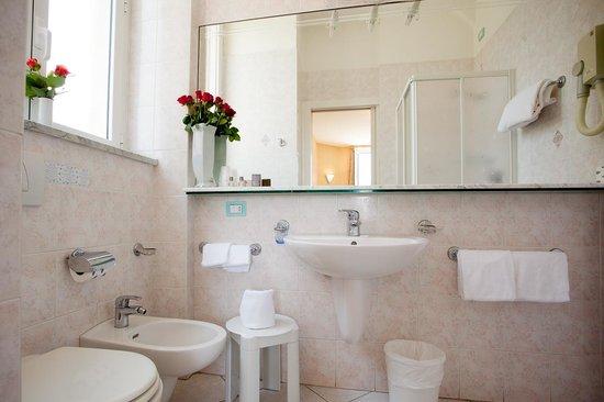 Hotel Belsoggiorno Sanremo : room bathroom, bagni camere