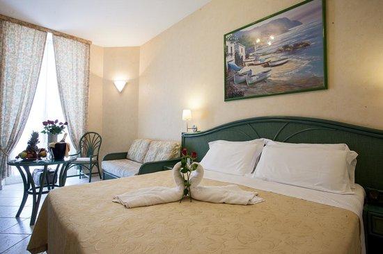 Hotel Belsoggiorno Sanremo : Room/camere/chambre/zimmer