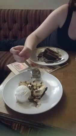Malvern Tavern: delicious desserts , gooie cookie cheesecake and choc fudge cake