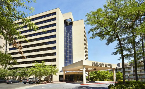 Embassy Suites by Hilton Crystal City - National Airport : Hotel Exterior