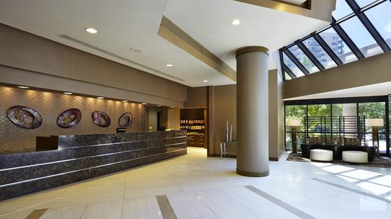 Embassy Suites by Hilton Crystal City - National Airport : Hotel Lobby