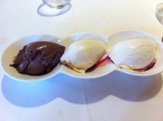 Elkano : Helado de chocolate, helado nata con caramelo de avellanas y nueces y helado de queso