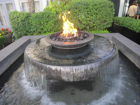 Dockside Restaurant & Brewing Company: water and fire feature at the entrance