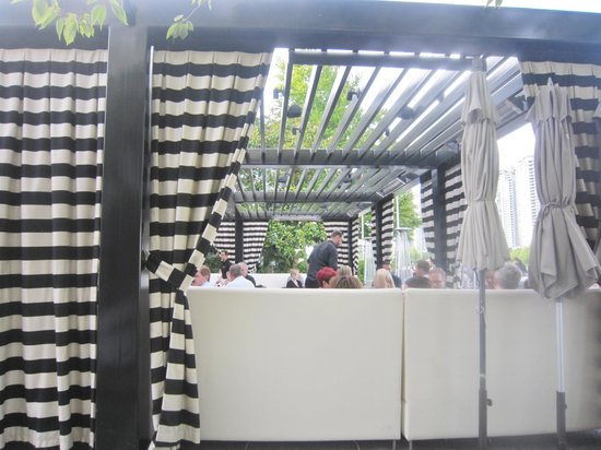 Dockside Restaurant & Brewing Company: The middle section outdoor eating