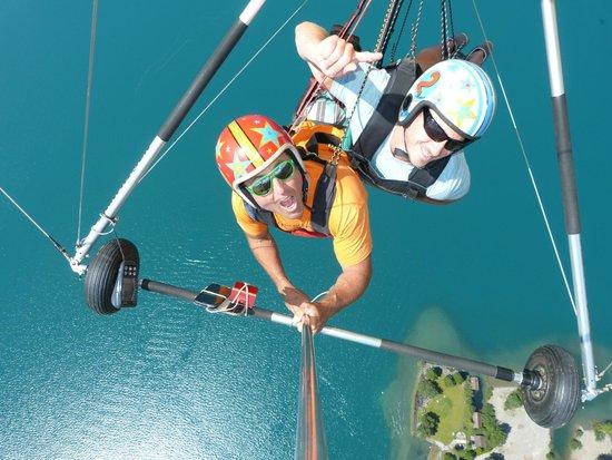 Hang Gliding Interlaken : Going Up!