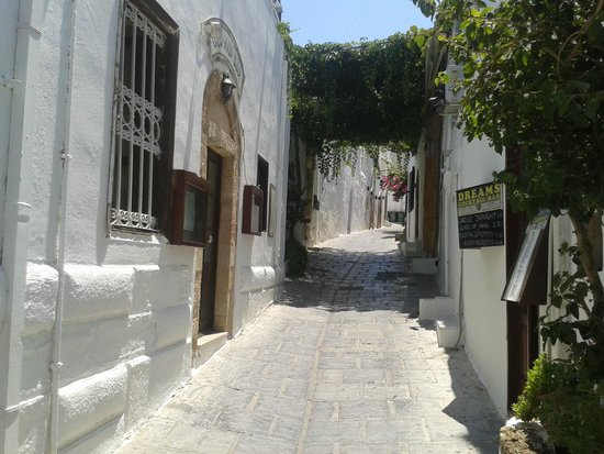 Lindos : street in the village