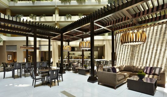 Embassy Suites by Hilton Crystal City - National Airport : Our modern hotel atrium