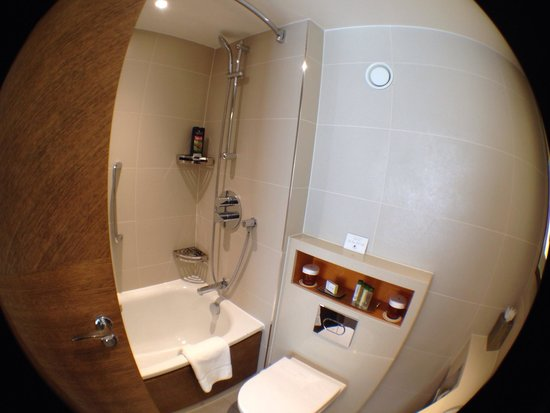 Doubletree by Hilton London - Westminster : Salle de bain