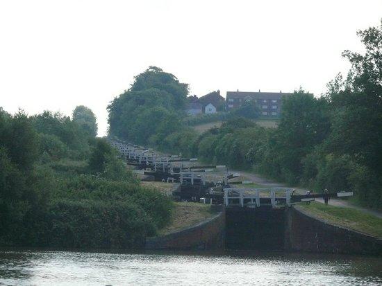 Caen Hill Locks: The chain of locks