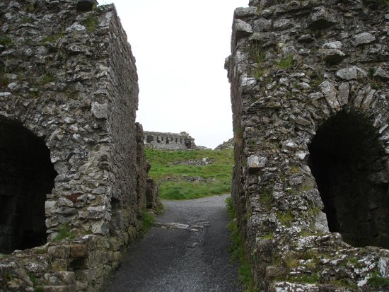 Rock of Dunamase: Entering through the main gate house