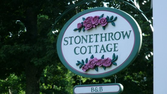 Stone Throw Cottage: Sign
