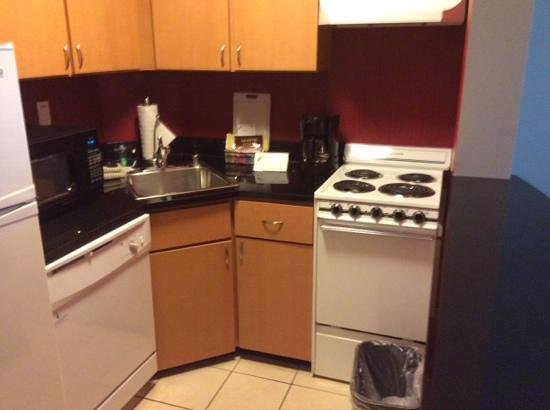 Residence Inn Bethesda Downtown: kitchen