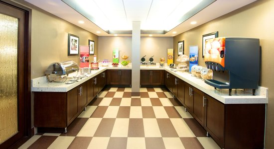 Hampton Inn Evansville: Buffet