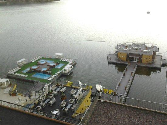 Hotel Potrero de Los Funes: Vista de las piscinas y la confiteria flotantes
