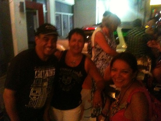 The Wet Cactus Cantina & Grill: Loving the cheap beer