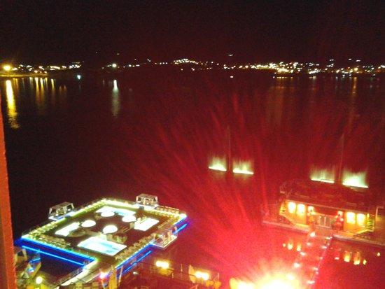 Hotel Potrero de Los Funes: Vista nocturna de las piscinas iluminadas