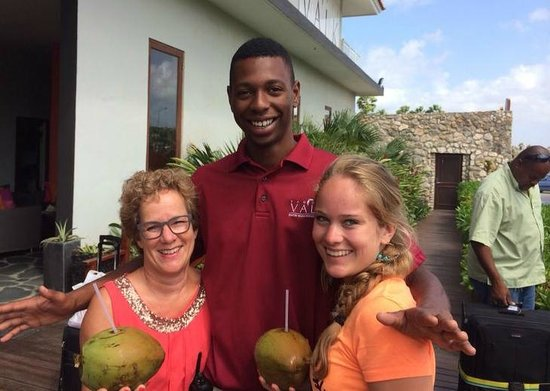 Van der Valk Kontiki Beach Resort: Bananen uit eigen tuin, verse kokosnoot, mmmmmm