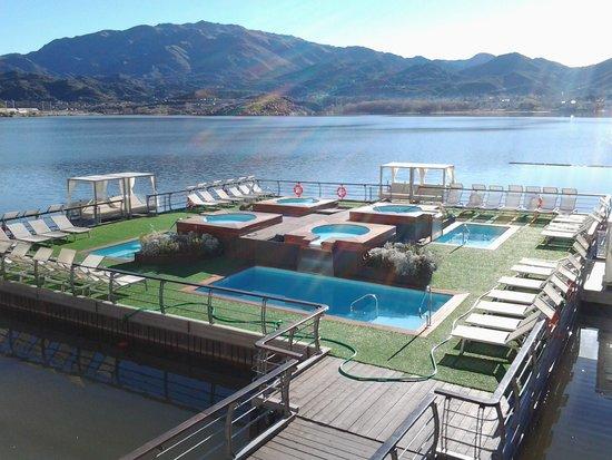 Hotel Potrero de Los Funes: Piscinas flotantes