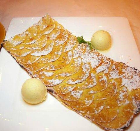 Chateau du Lac Bistro: Our famous Tartantoine dessert!