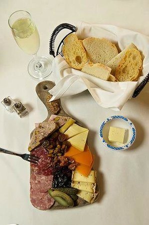 Chateau Du Lac Bistro: Cheese and Charcuterie Board