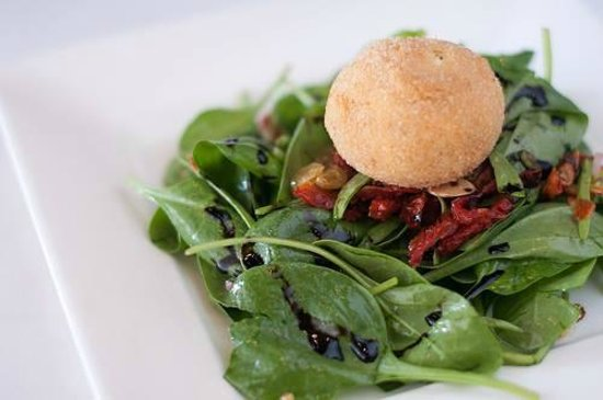 Chateau Du Lac Bistro: Goat Cheese Salad