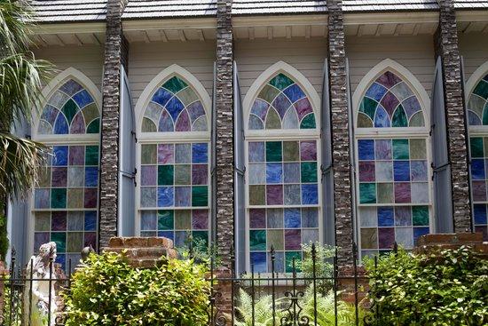 Steinhatchee Landing Resort: Chapel Windows