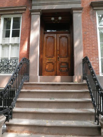 Real New York Tours: Stoop in Greenwich Village