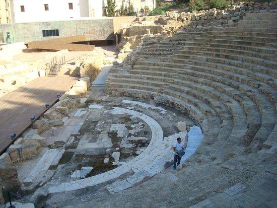 AC Hotel Malaga Palacio : Teatro romano cerca del hotel