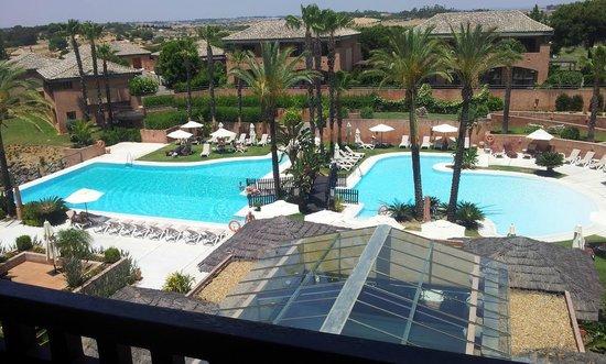 Islantilla Golf Resort Hotel: Vista desde la habitación a la piscina