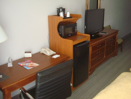 Country Inn & Suites By Carlson, Newark Airport: Room view 2