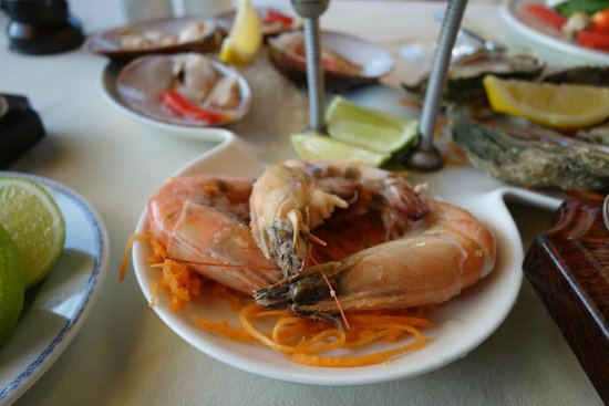 Lorenzillo's : Peel & eat shrimp.  Pretty good.