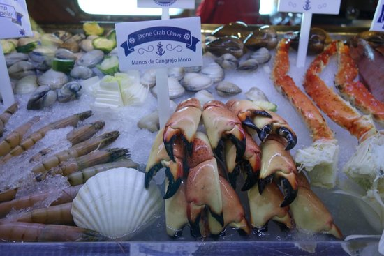 Lorenzillo's : A look at their selection of fresh seafood.