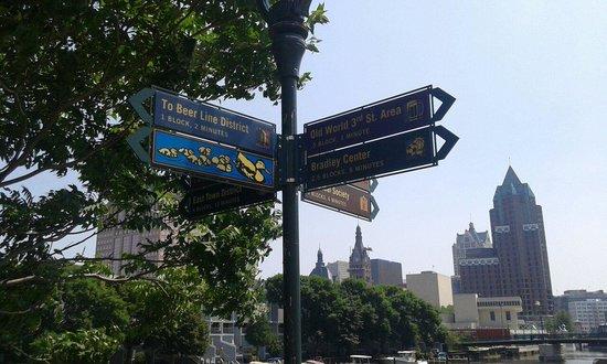 Milwaukee RiverWalk : Dont get lost :-)