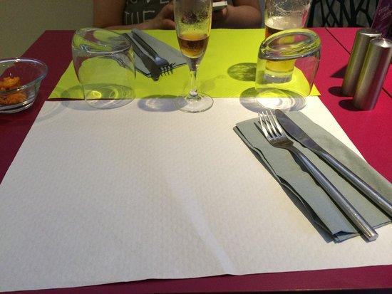 La mise en place des tables picture of le contraste amiens tripadvisor - Mise en place table restaurant ...
