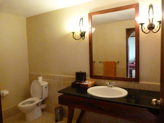 Ngorongoro Sopa Lodge: Bathroom