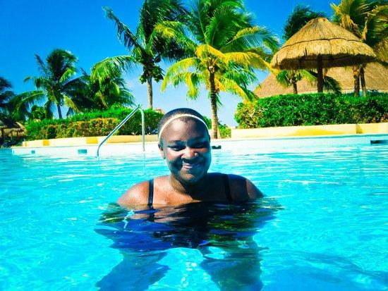 The Royal Suites Yucatan by Palladium: Enjoying a dip