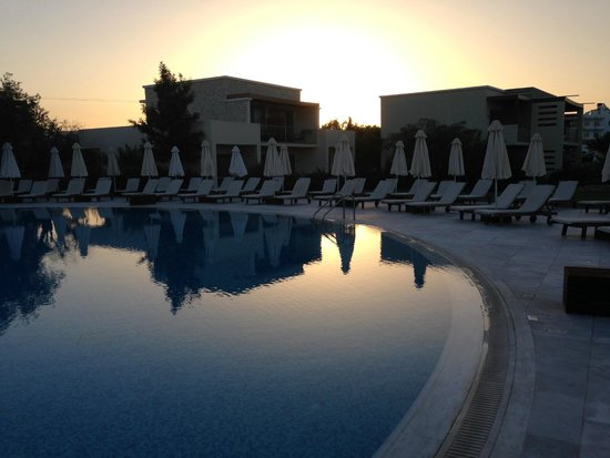 SENTIDO Port Royal Villas & Spa: Pool 1 at sunset