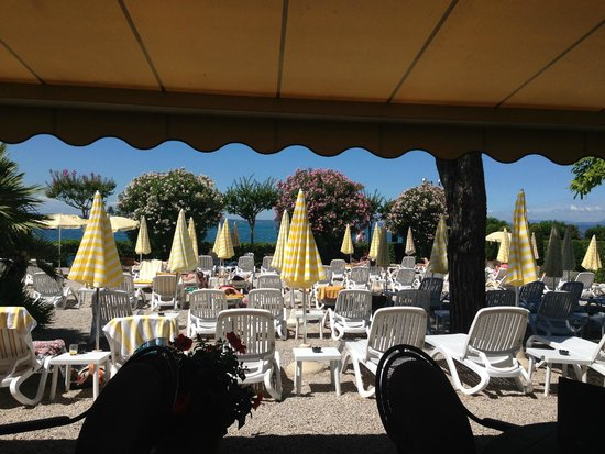 Hotel du Lac et Bellevue : View of the lake from the terrace