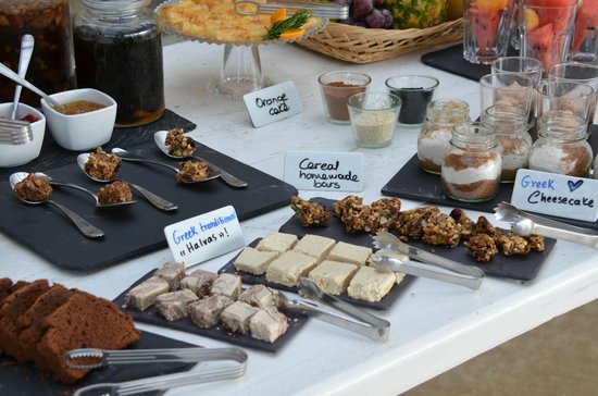Rocabella Mykonos Art Hotel & SPA: Delcious variety of breakfast items everyday!