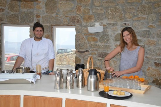 Rocabella Mykonos Art Hotel & SPA: Chef and waitress