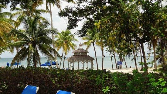 St. James's Club Morgan Bay: beach veranda