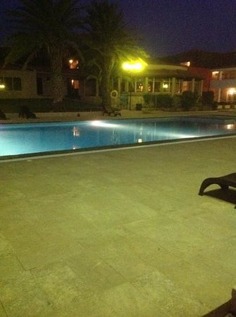 Pestana Tropico Hotel : the pool at night overlooking the bar