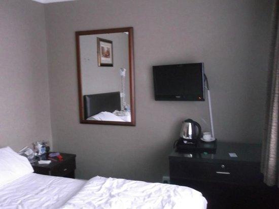 Newham Hotel: no TV remotecontrol