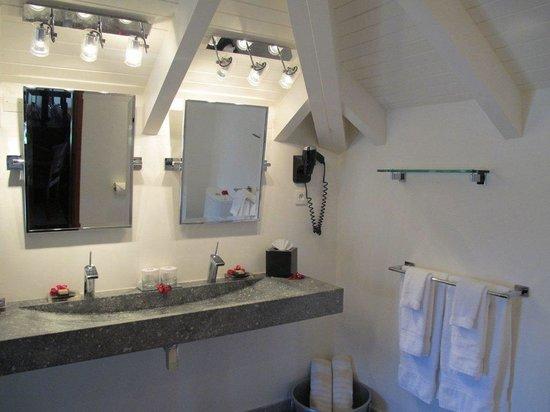 Hotel L'Esplanade: Over-sized loft: Bathroom