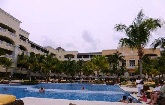 Iberostar Grand Hotel Rose Hall: Pool & building