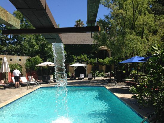 Kenwood Inn and Spa, A Four Sisters Inn: Relaxing by the pool