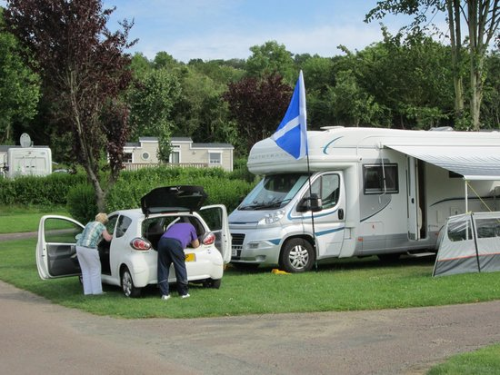 Camping La Vallee: 2 vehicles on pitch
