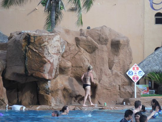 Costa de Oro Beach Hotel : water fall