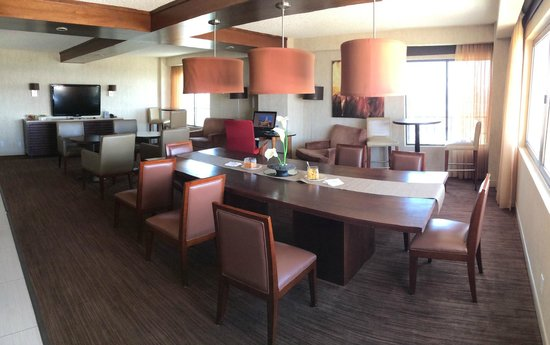 Sheraton Albuquerque Airport Hotel : Club lounge