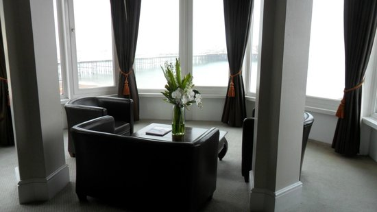 Queens Hotel: Tower suite sitting area